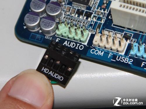 音频接口也采用了同样的设计