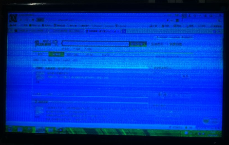 电脑屏幕有条纹怎么办